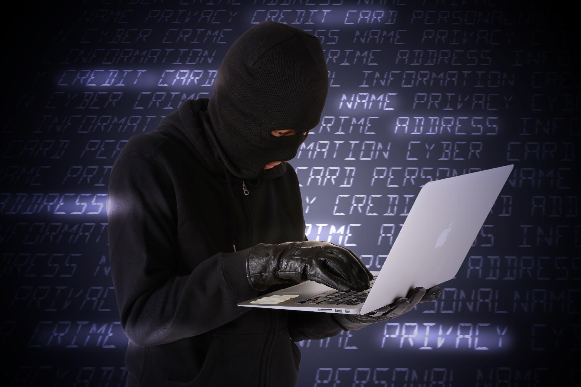 cracker hacker cyber 攻撃 侵入